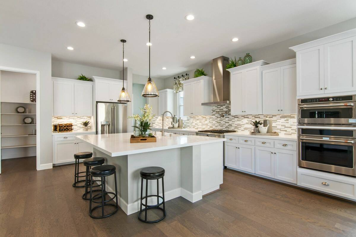 63585_Creekside Preserve_Vivien_Kitchen