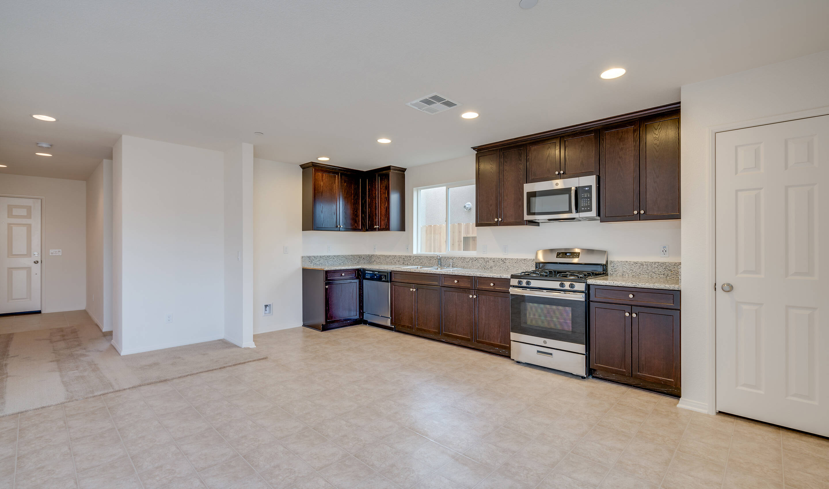 sol-foyer-to-kitchen-aspire-at-arvin-new-homes-arvin-ca