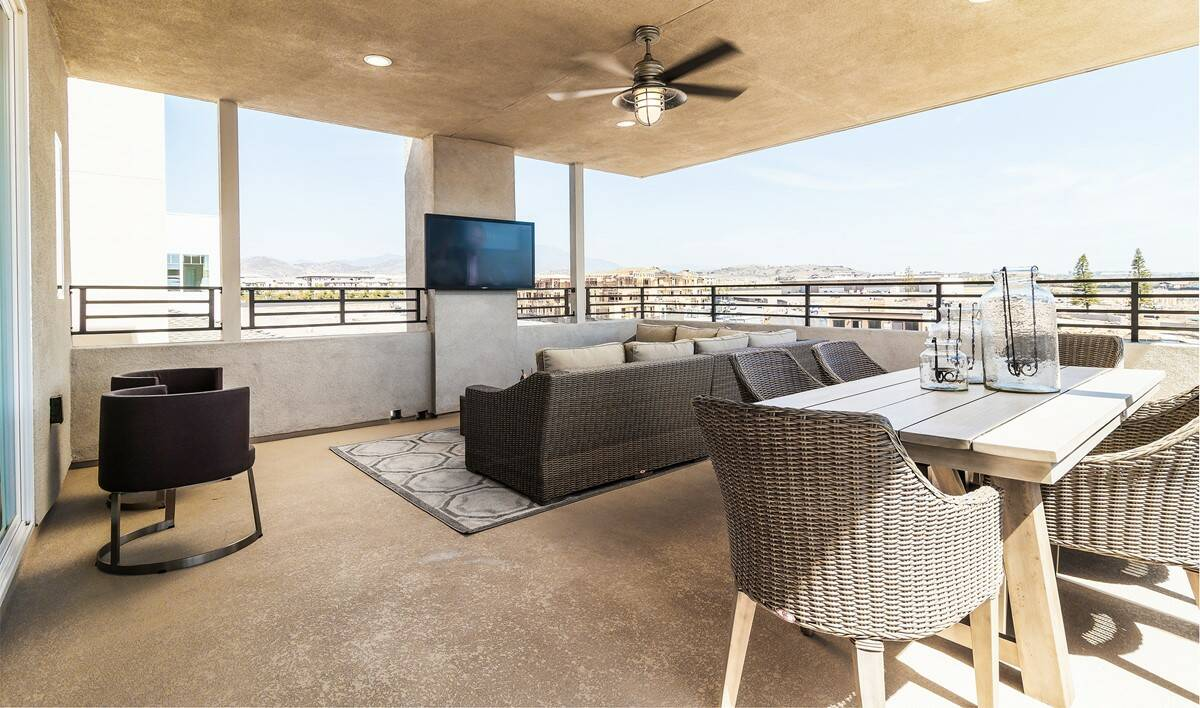 waverly-deck-deco-at-cadence-park-new-homes-irvine-ca