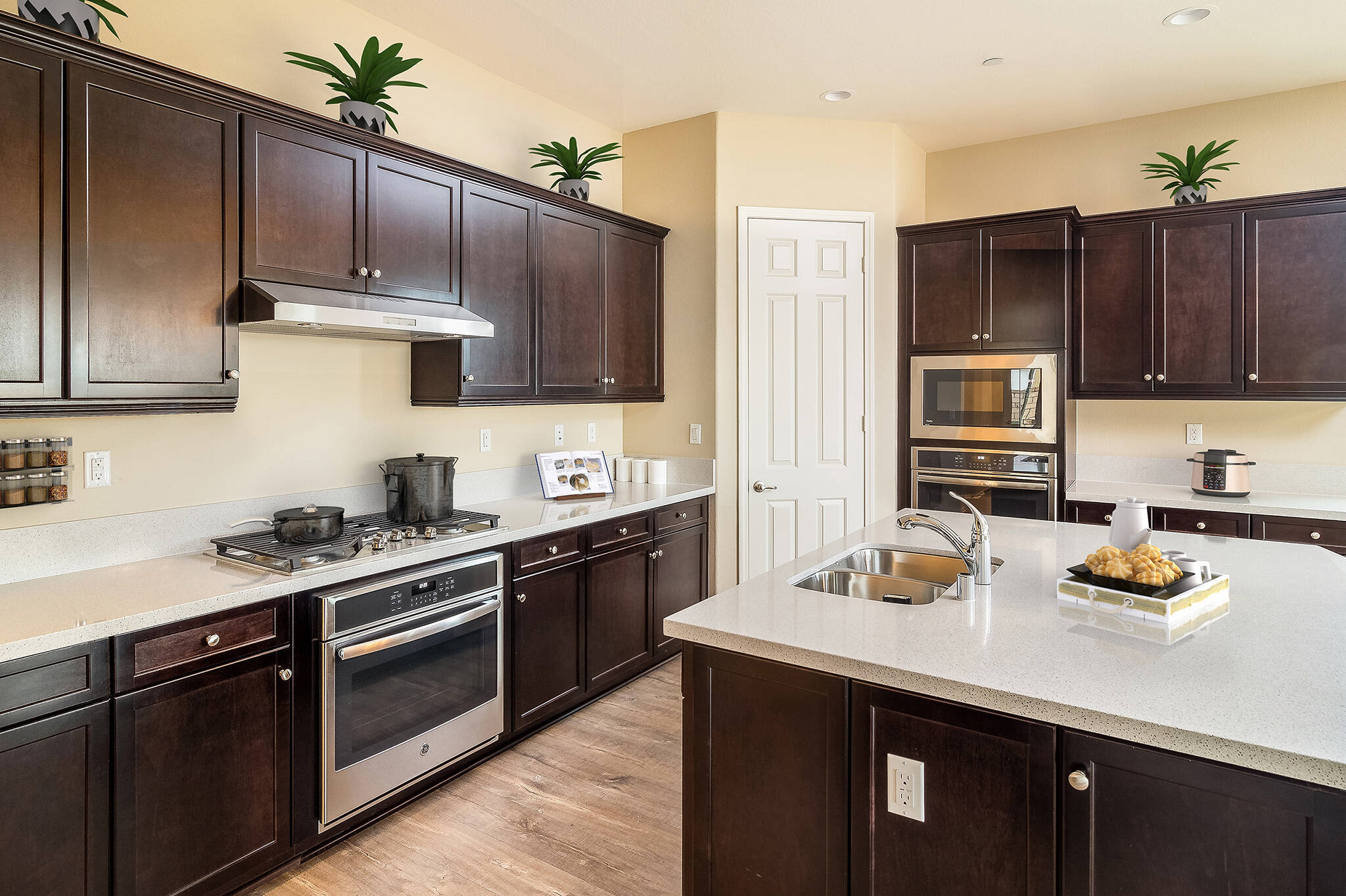 Kitchen-virtually-staged