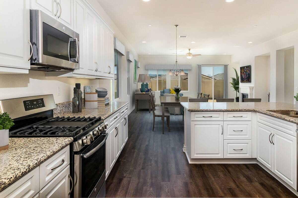 Kitchen_Dining_Great-Rm-virtually-staged