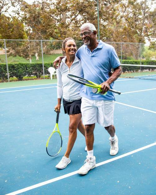4 57349_Couple Playing Tennis