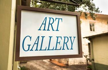 10 501 x 624 58616_Southwestern Art Gallery Sign GettyImages-639762832