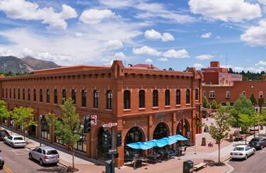 12 805 x 453 58604_Downtown Flagstaff AZ GettyImages-90883481