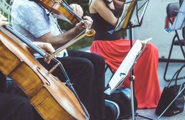 9 1109 x 624 58614_Outdoor String Ensemble GettyImages-1008331866