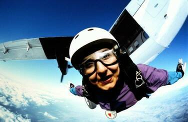 7 58566_Older Woman Skydiving501 x 624