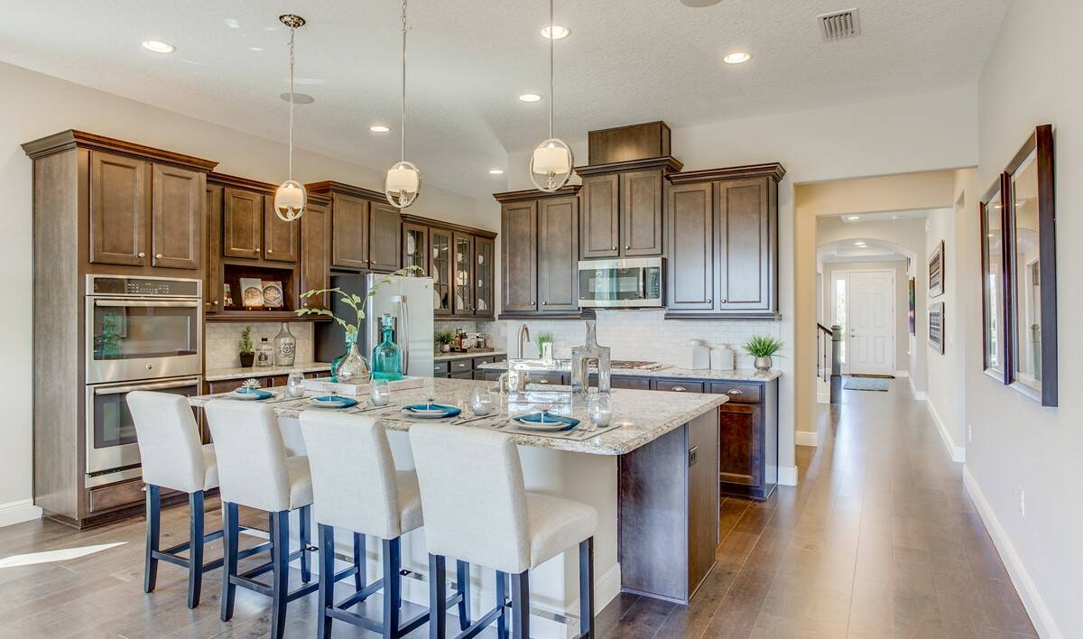 khov_fl_summerlake_harper_kitchen