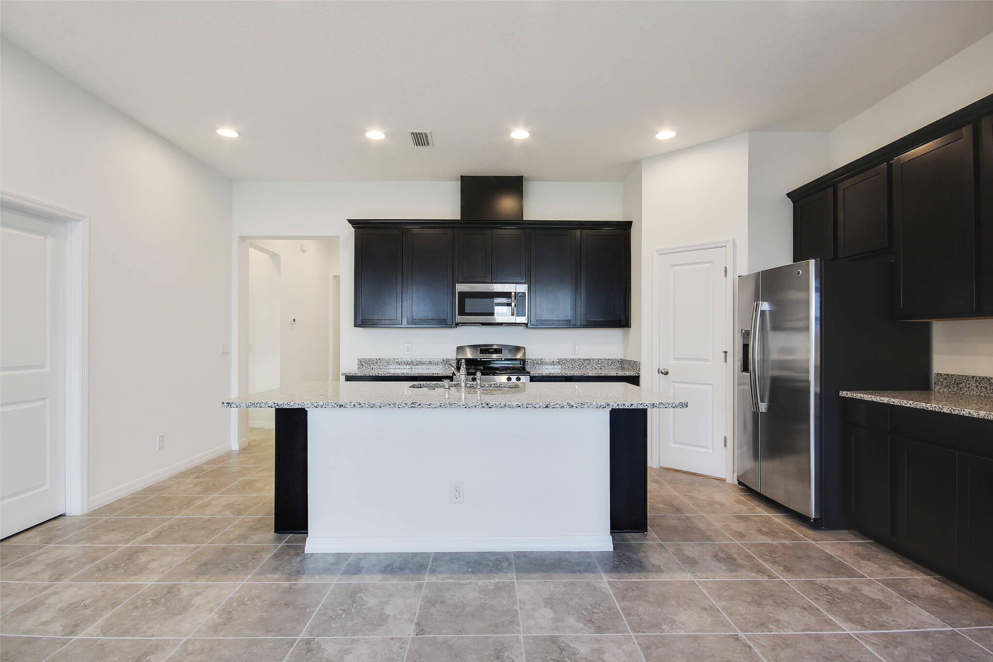 HilltopReserve_Eddington_Kitchen_Apopka_Florida