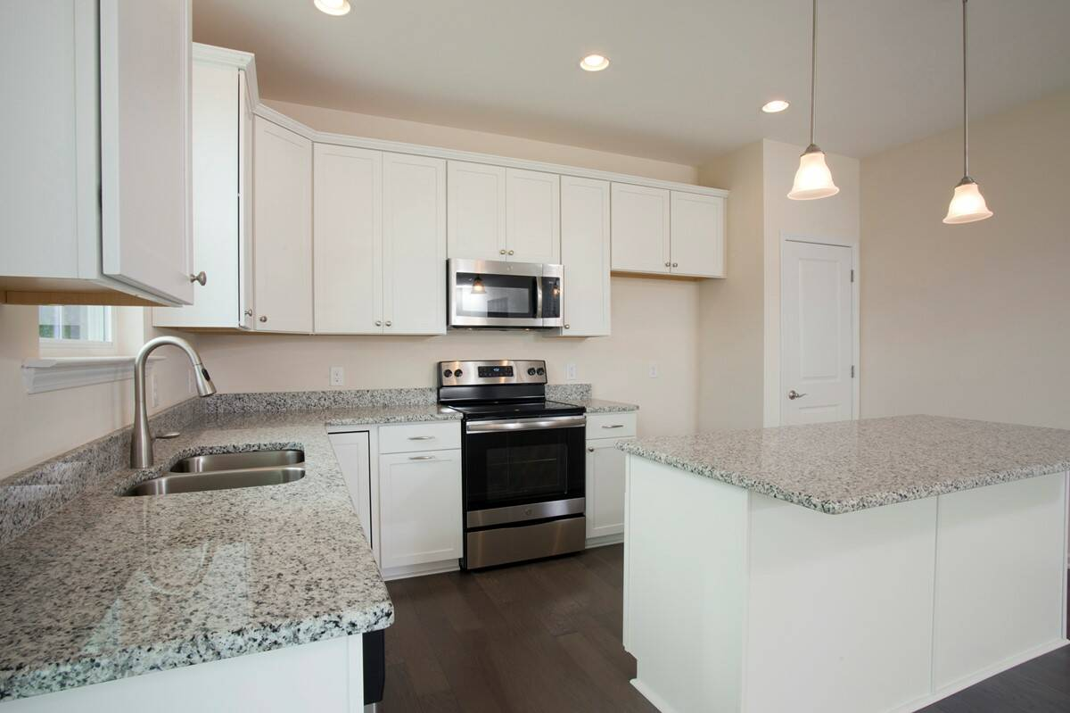 kitchen2 madison II 505 lot 105 new homes at the commons