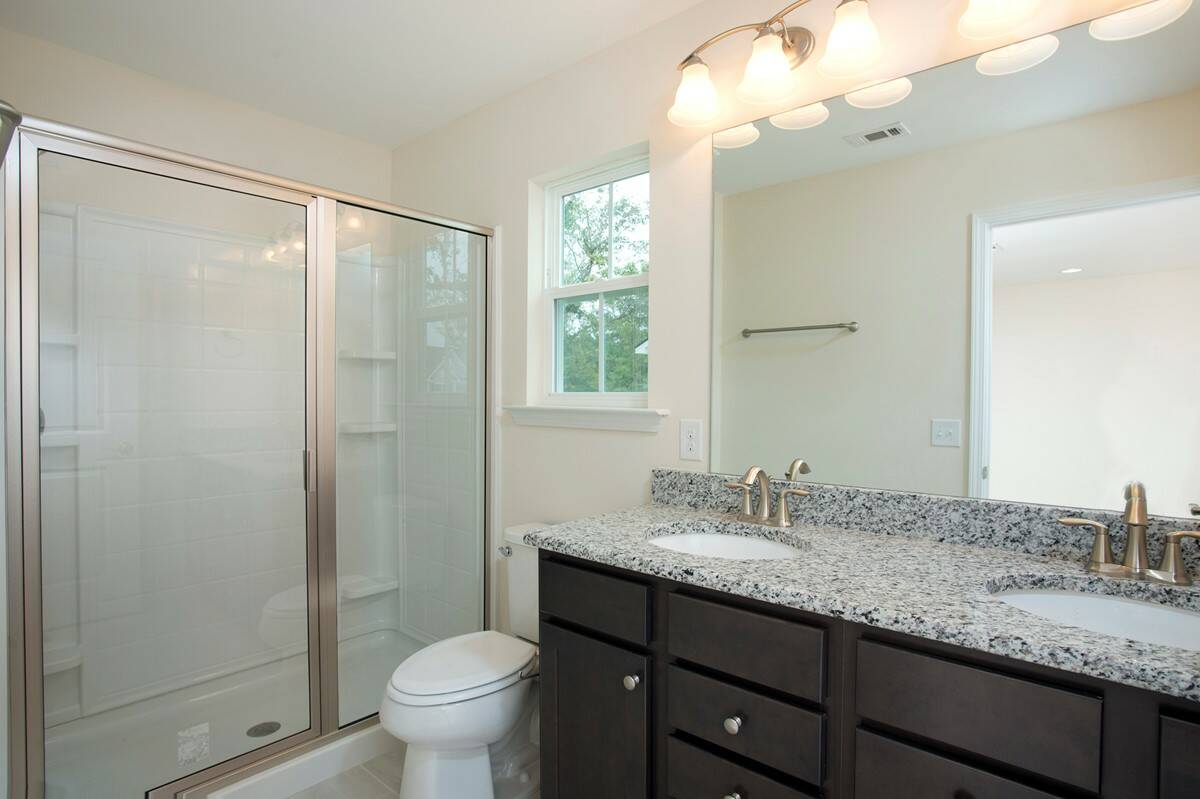 owners bath madison II 505 lot 105 new homes at the commons