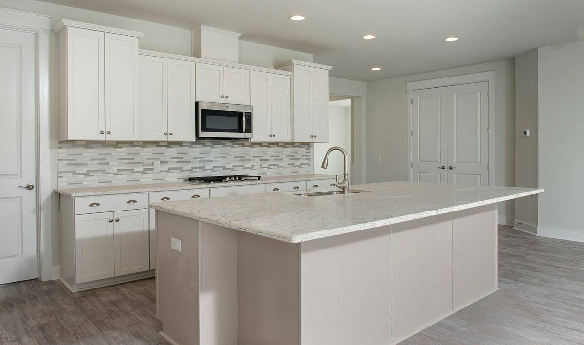 kitchen2 lille 468 lot 150 new homes at cane bay