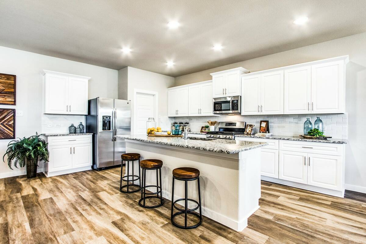 Brookstone II_Seventeen Lakes MODEL_kitchen