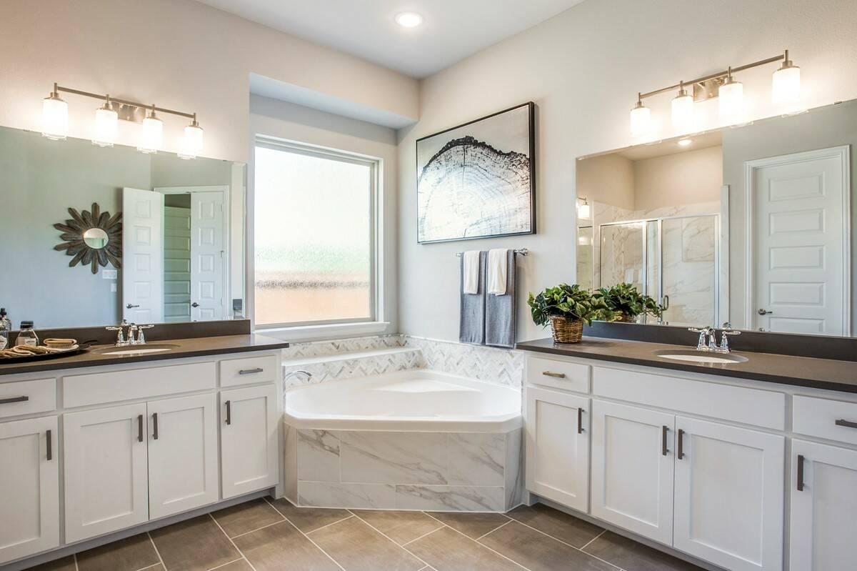 2122 Hermona Drive_Daytona_Bayside_owners bath