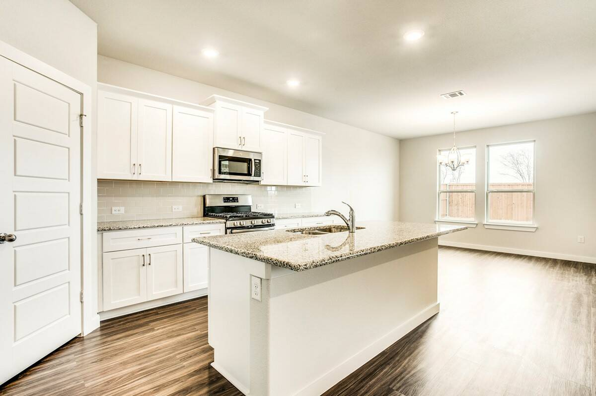 1820 Dunstan_WedgewoodII_A52B_ kitchen_6