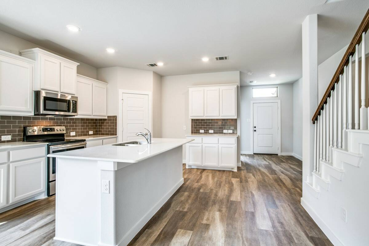 5812 Hickoryhill_Coronado IV_Thumb Kitchen