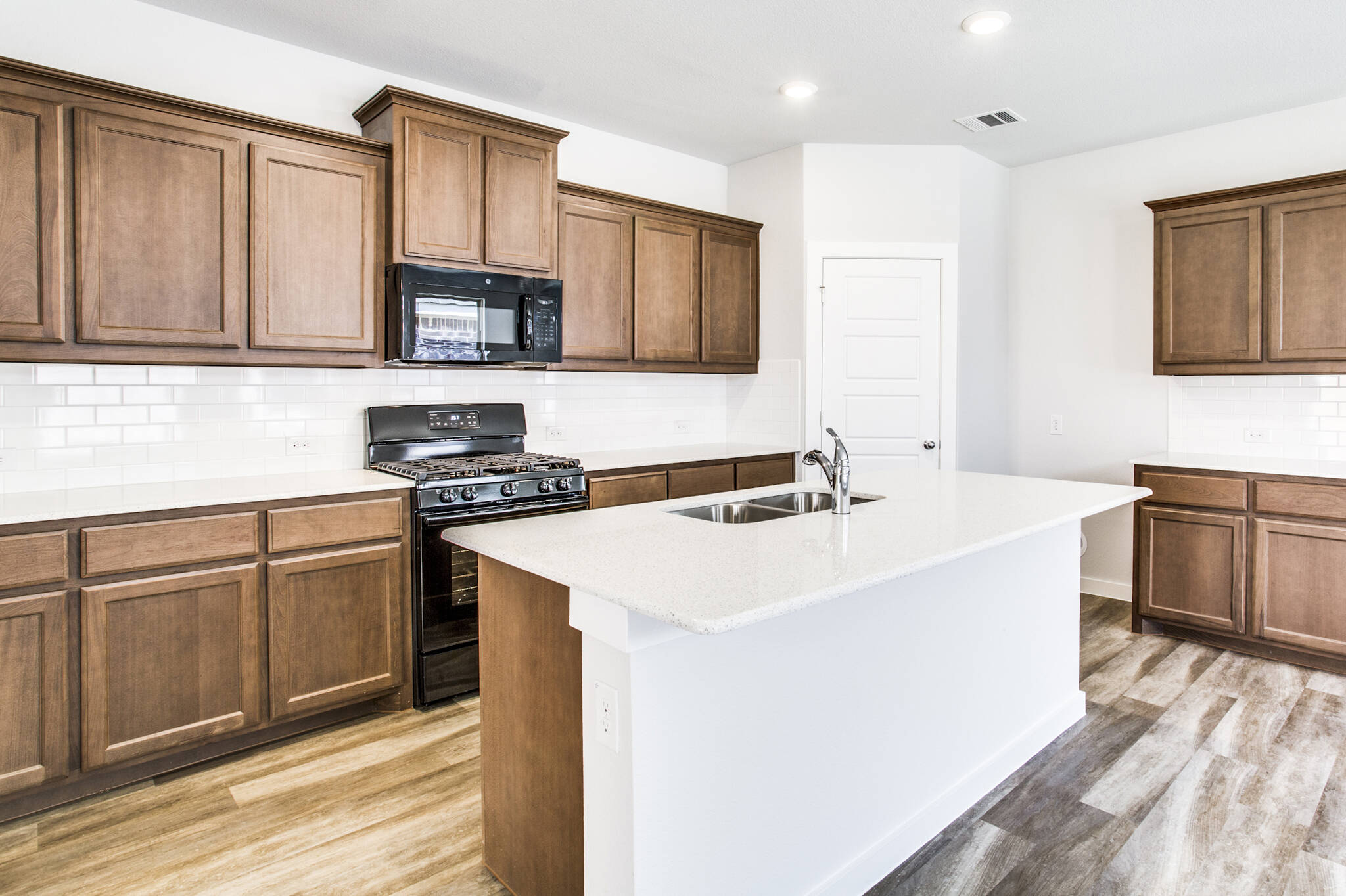 7604 Parkview_Dover II_2048x1364_Kitchen_27