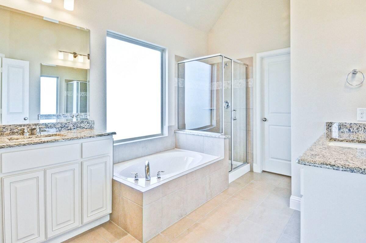 Kingswood II - owners bath