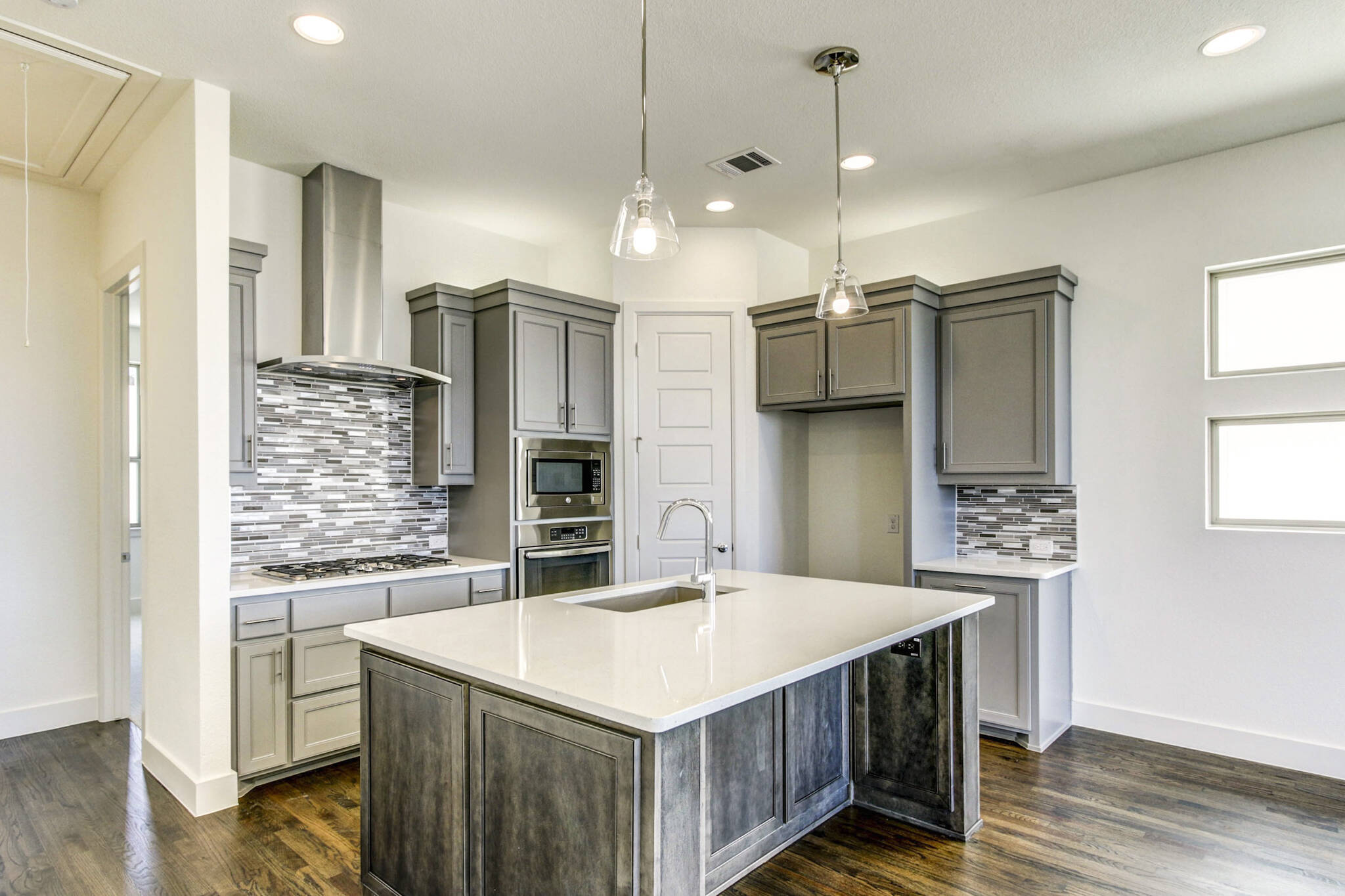 7846-verona_maybrook_merion006_gourmet-kitchen_thumb