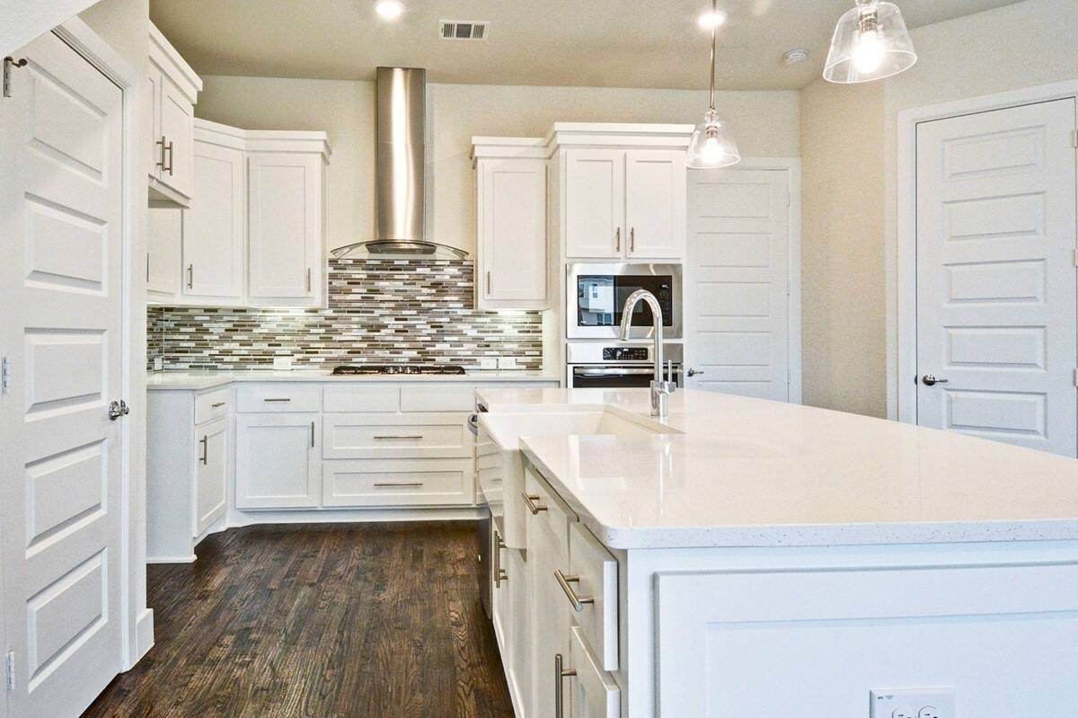 7808-verona-place_mcguire_merion-at-midtown-park_kitchen_2_thumb