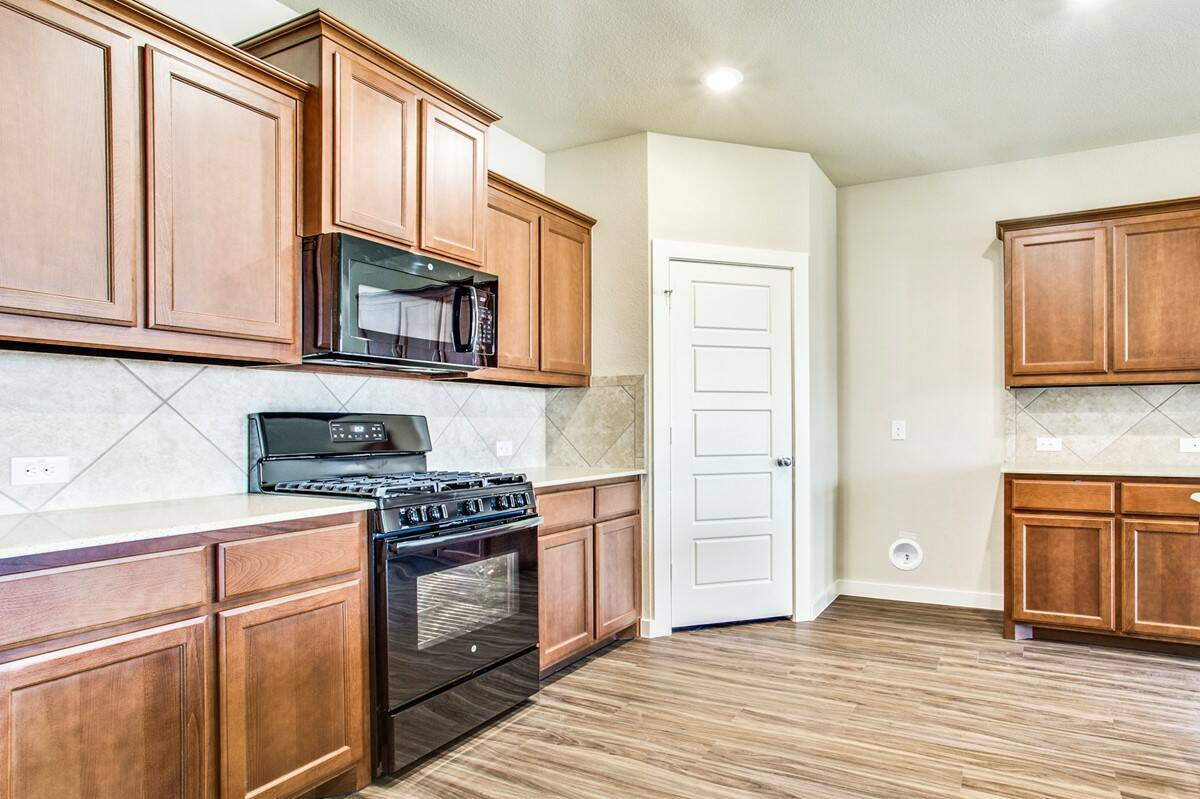 7608 Parkview_Rockford II_2048x1364_Kitchen25