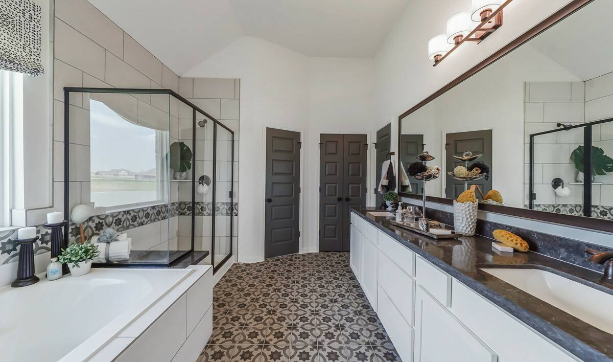 65204_River Farms_Chase_Owner_s Luxury Bath