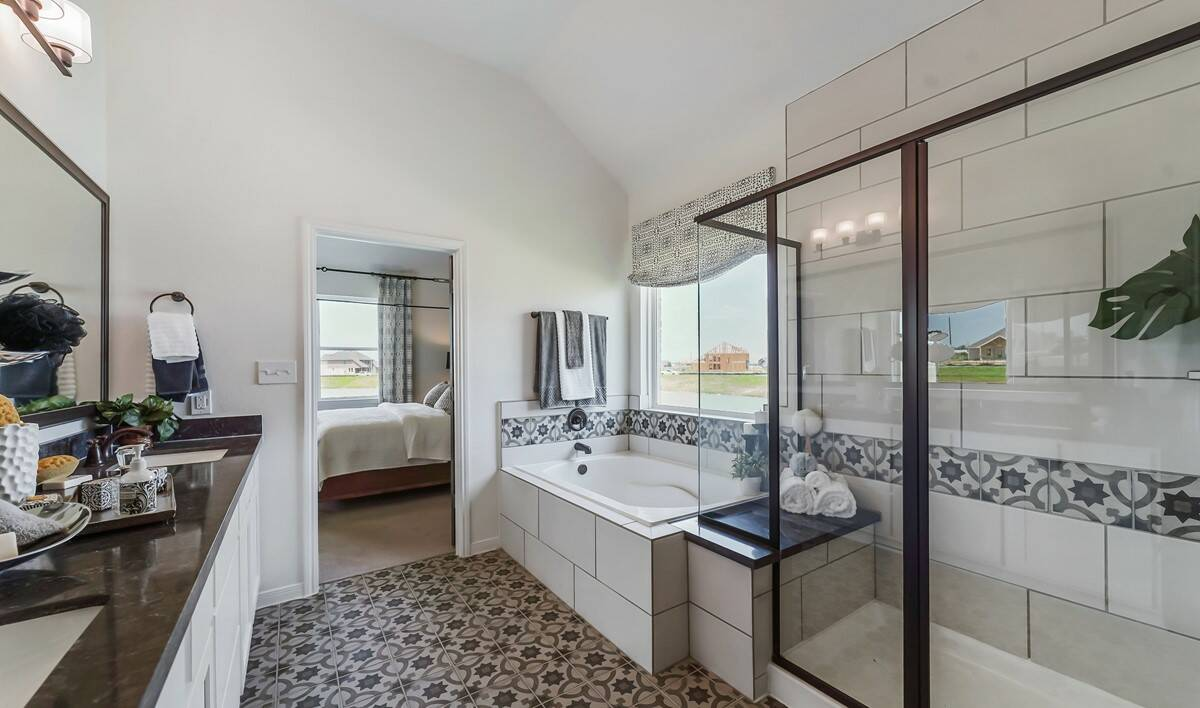65206_River Farms_Chase_Owner_s Luxury Bath