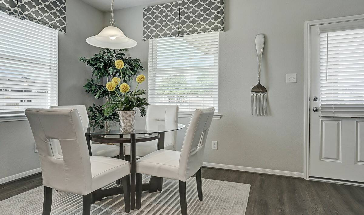 diningarea-Granite Terrace Ln 7606 IMG 15_1_1c