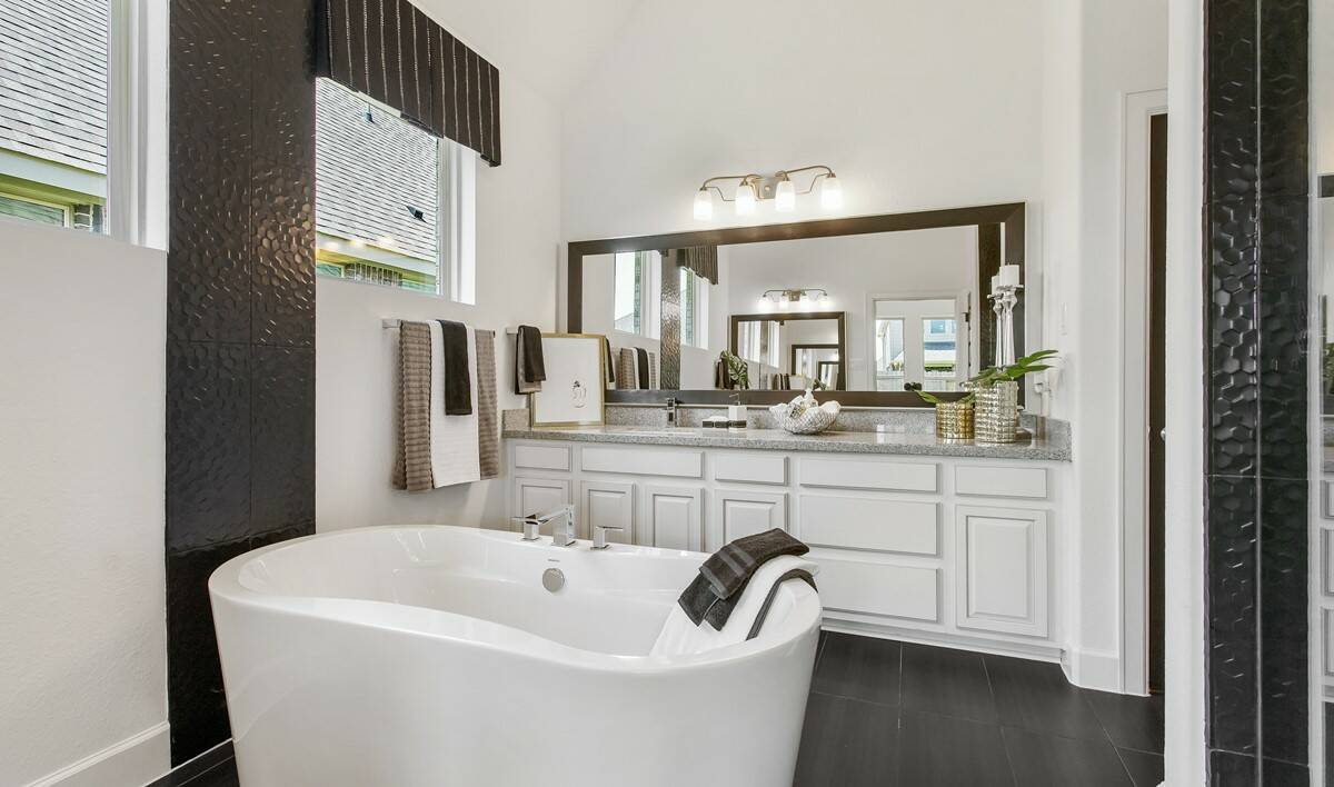 65359_Parkway Trails_Elaine_Owner_s Luxury Bath