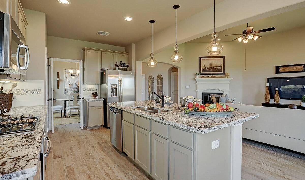 Kitchen3_Prairie Glen 24126 IMG 13_1_1c