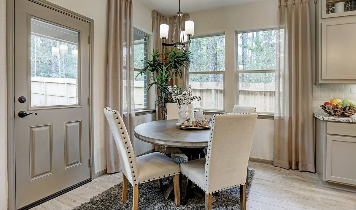 Dining area_Teralyn Grove Loop 127 IMG 20_1c